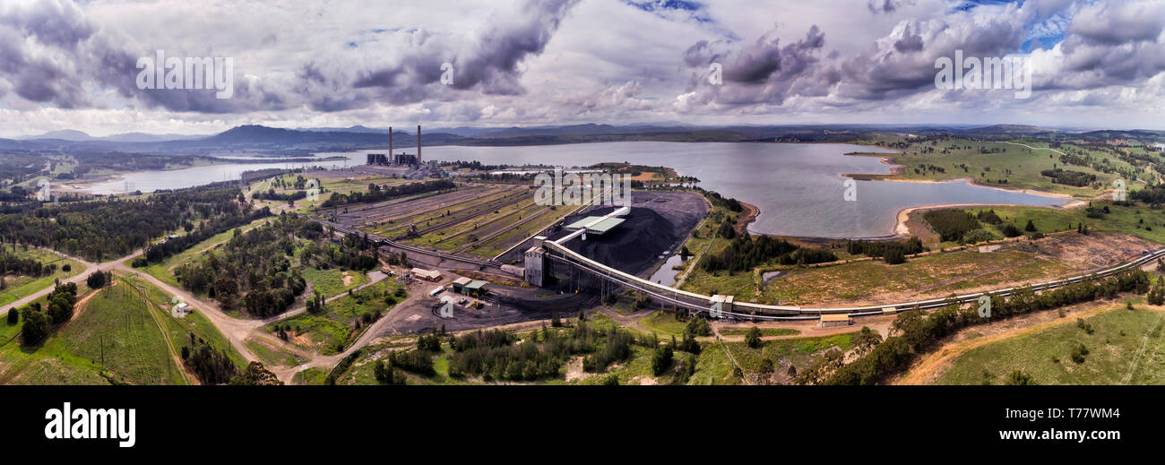 Liddell power station on shores of Liddell lake in Hunter valley region of NSW, Australia, burning fossil fuel black coal to generate electricity. - Stock Image