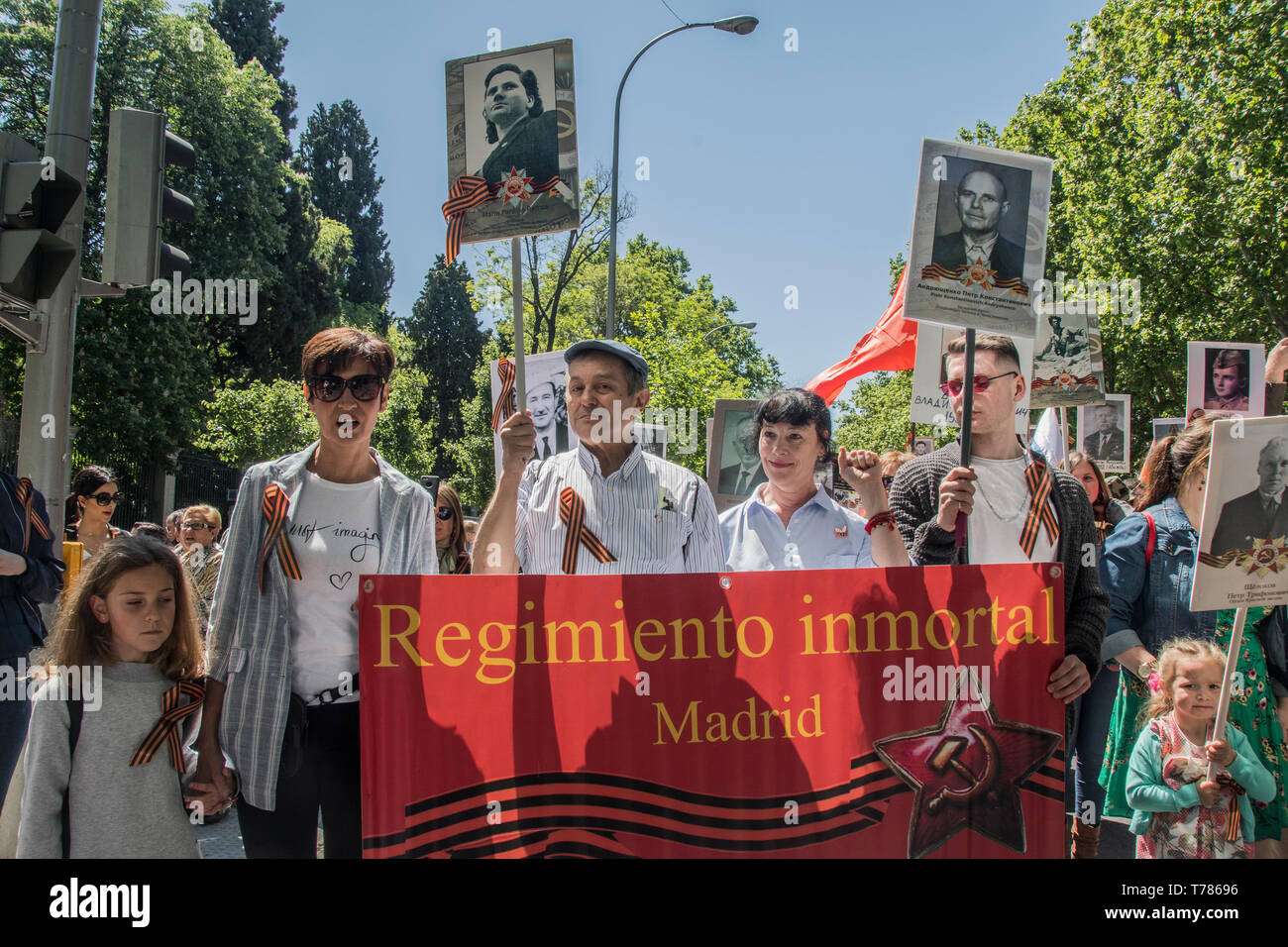 People seen with a red placard, immortal regimen madrid. celebration of the Soviet Union in its victory in the Second World War by the Russian Hispano - Stock Image