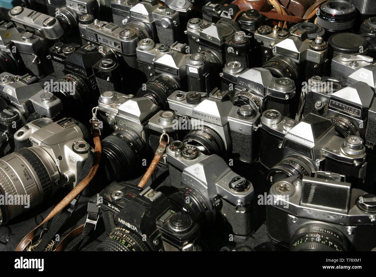 Vintage 35mm film cameras for sale. - Stock Image
