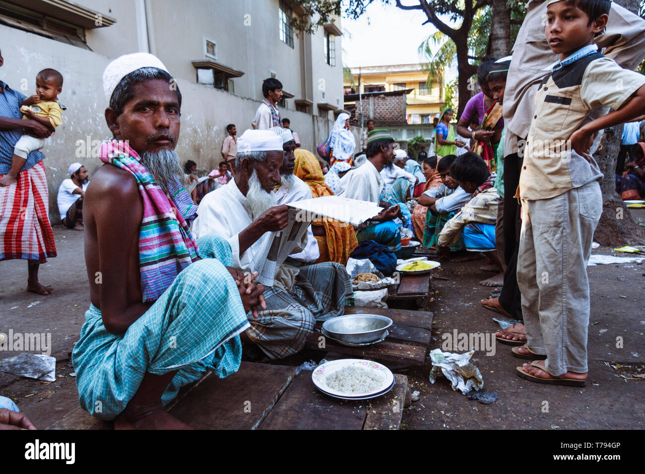 Sylhet, Bangladesh : Needy people is provided with free food according with the sufi langar principle at the shrine of Hazrat Shah Jalal (a revered 14 - Stock Image