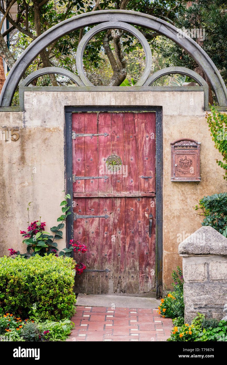 Garden Gate at 15 Bridge Street in St. Augustine, Florida - Built in 1889 for the Comtesse de Montjoye, wife of a distinguished French nobleman, the d - Stock Image