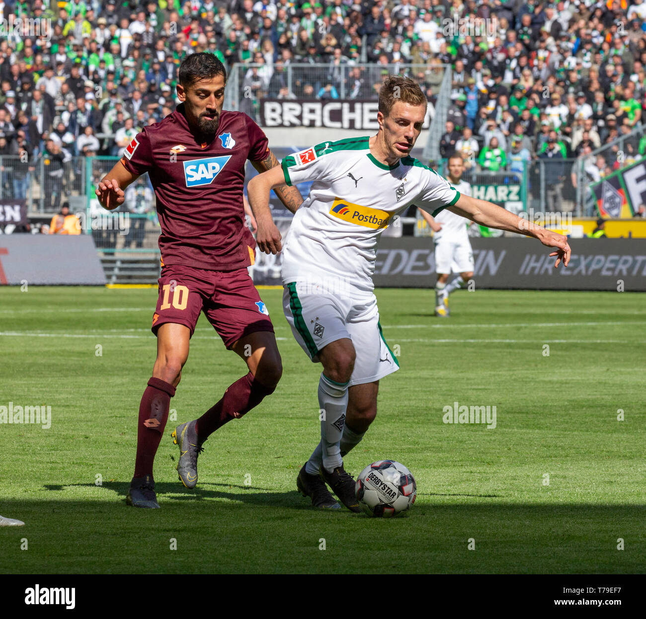 sports, football, Bundesliga, 2018/2019, Borussia Moenchengladbach vs. TSG 1899 Hoffenheim 2-2, Stadium Borussia Park, scene of the match, Patrick Herrmann (MG) in ball possession, left Kerem Demirbay (TSG), DFL REGULATIONS PROHIBIT ANY USE OF PHOTOGRAPHS AS IMAGE SEQUENCES AND/OR QUASI-VIDEO - Stock Image