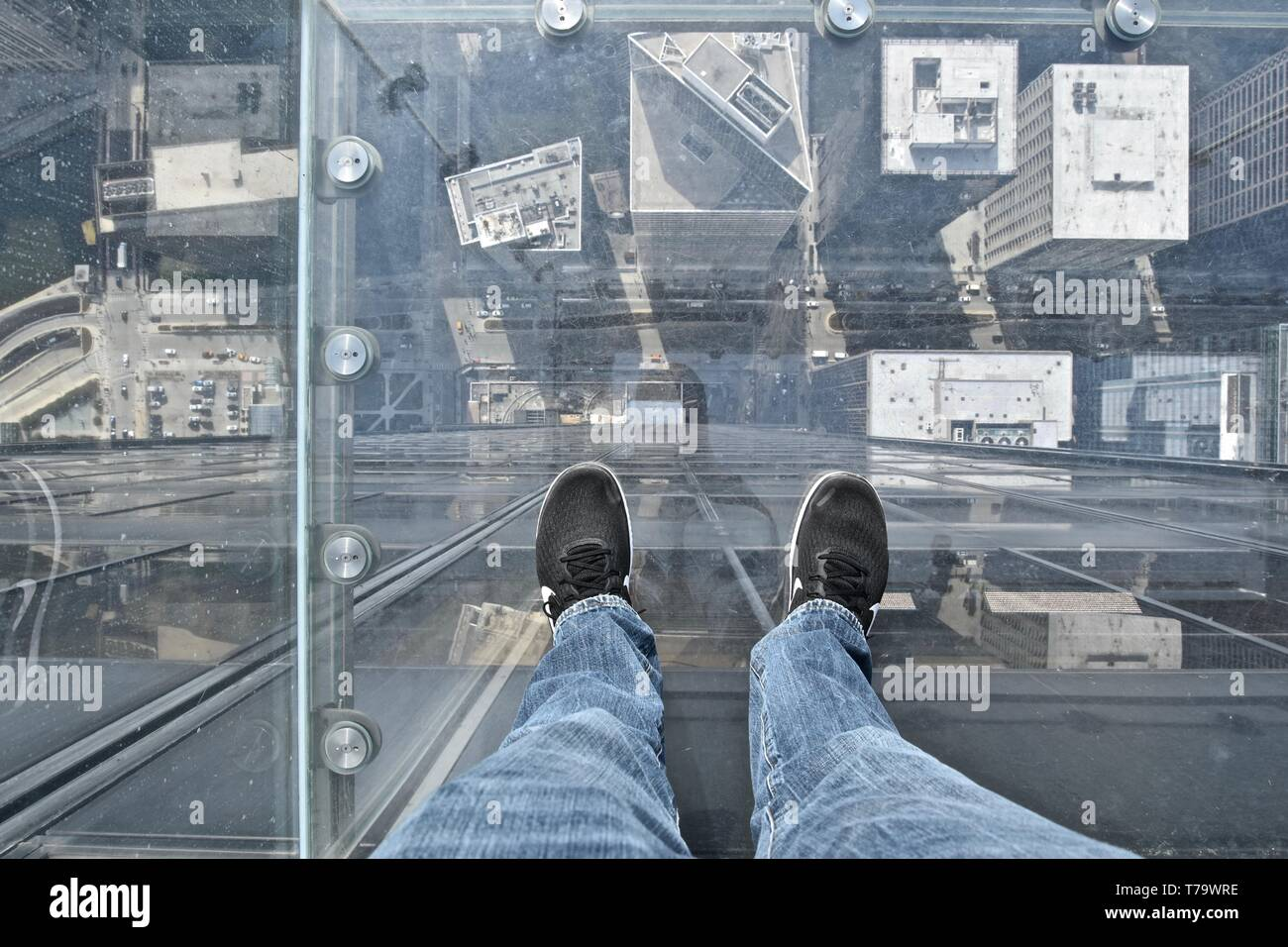 Glass Floor Willis Tower High Resolution Stock Photography And Images Alamy