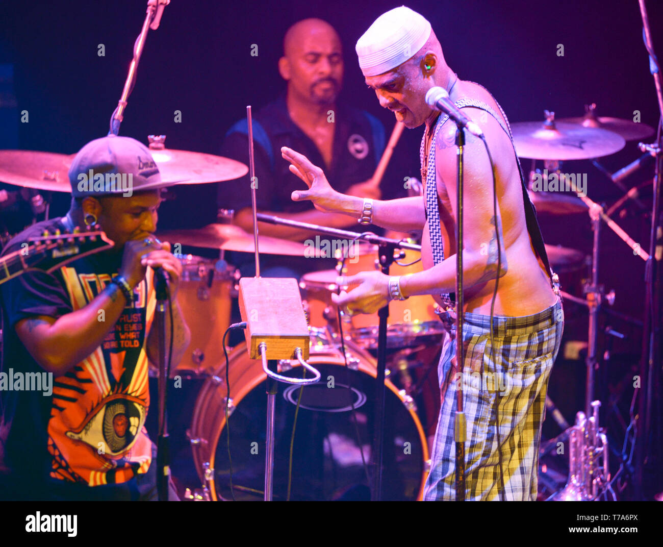 Fisbone leader, singer and frontman, Angelo Moore, and former band member Jay Armant - Stock Image