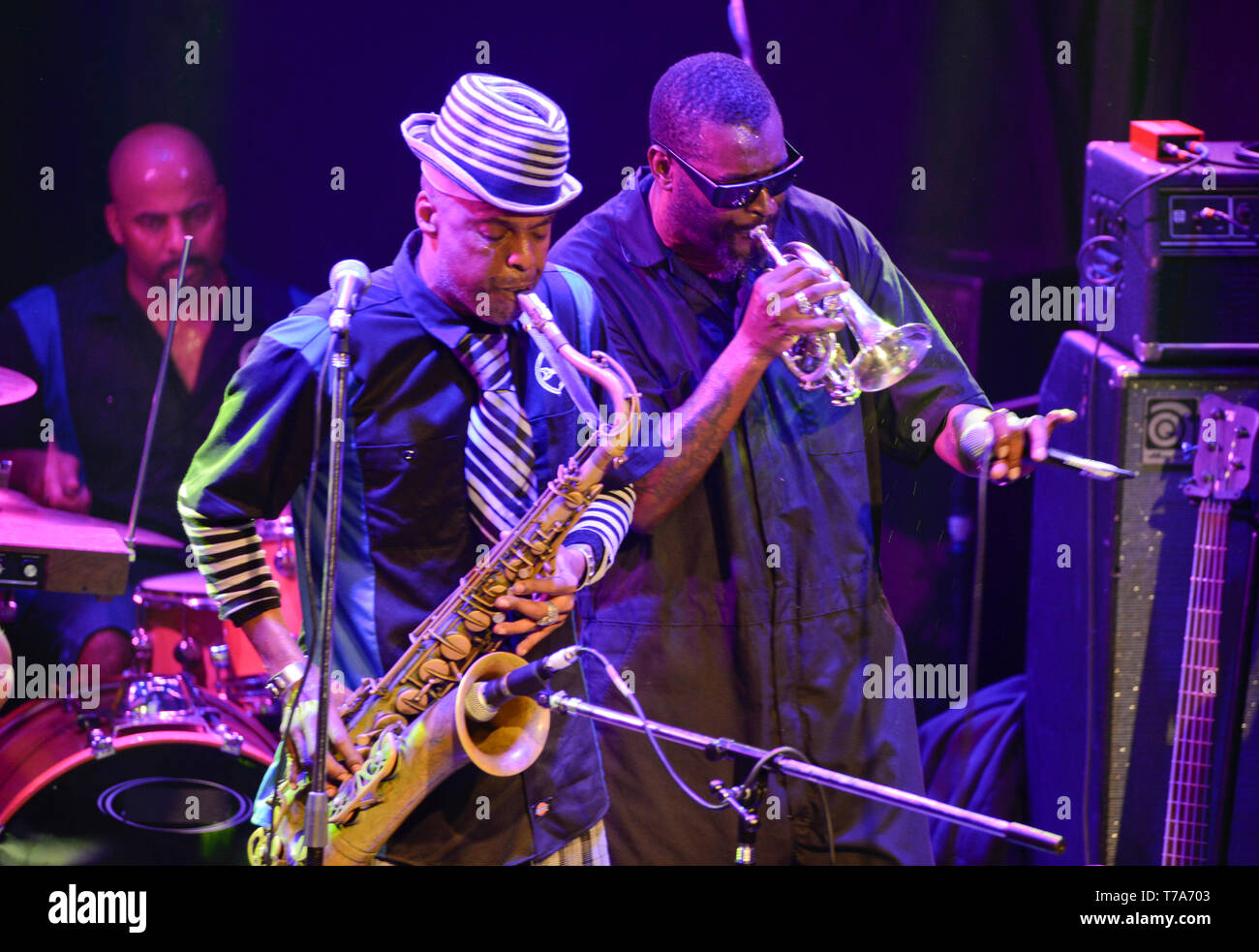 Fisbone original members Angelo Moore (sax and voice) and Walter Kibby (trumpet and voice) - Stock Image
