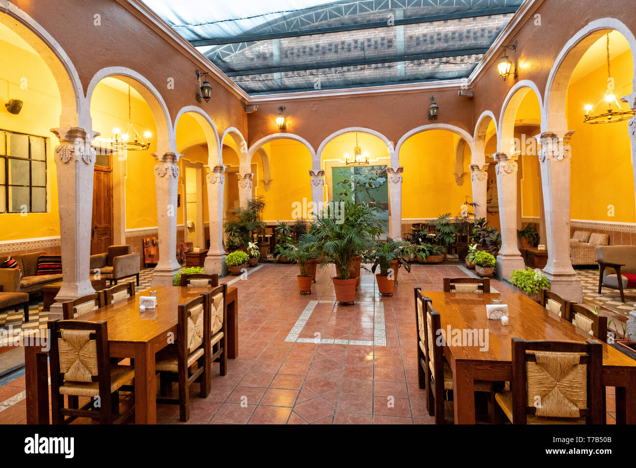 The Cafe La Academia coffee shop and restaurant housed in an old colonial building in Jalostotitlan, Jalisco State, Mexico. - Stock Image