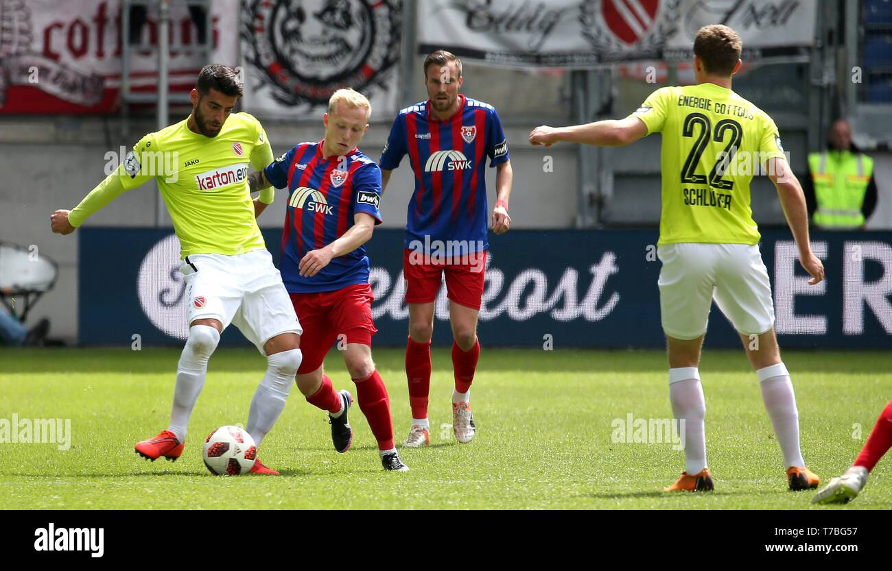 Duisburg, Deutschland. 05th May, 2019. firo: 05.05.2019 Football, 3. Bundesliga, season 2018/2019 KFC Uerdingen 05 - FC Energie Cottbus Patrick PflÃ_cke (# 10, KFC Uerdingen 05) in duels with Jørgen Gjasula (# 35, FC Energie Cottbus) | usage worldwide Credit: dpa/Alamy Live News - Stock Image