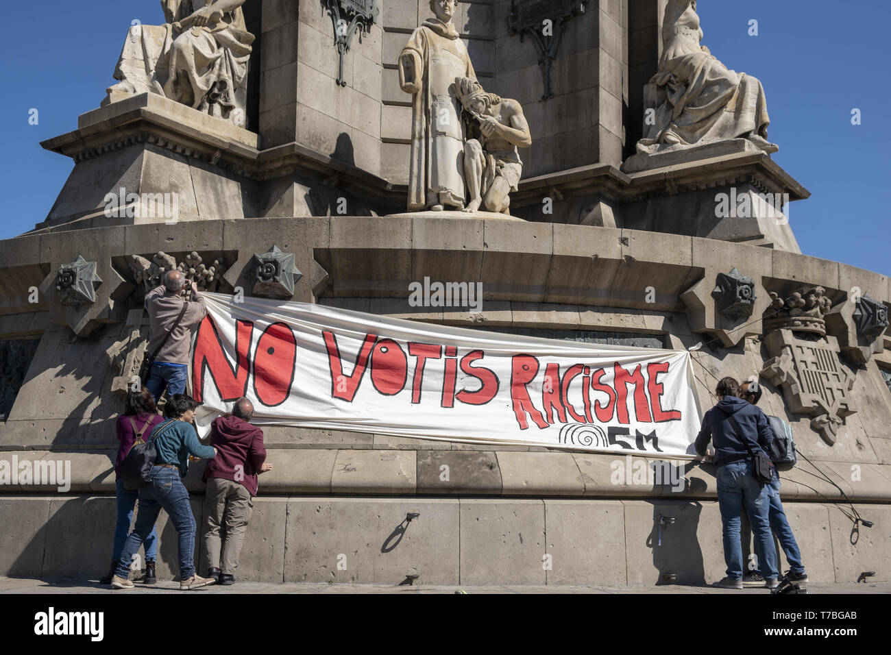 Barcelona Catalonia Spain 5th May 2019 Protesters Are Seen Hanging A Big Banner At The Columbus