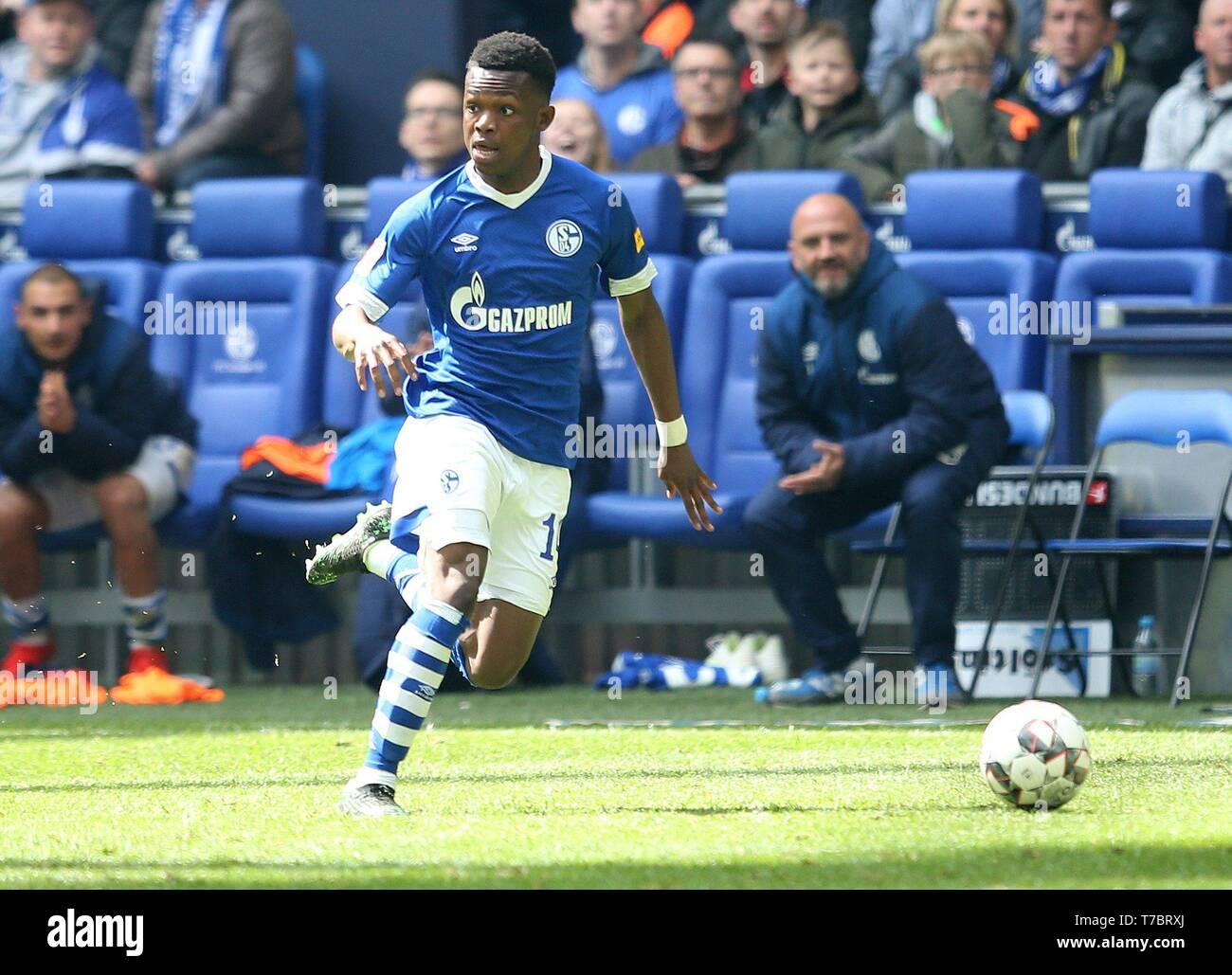 firo: 05.05.2019, Football, 2018/2019, 1.Bundesliga: FC Schalke 04 - FC Augsburg Rabbi Matondo, single action   usage worldwide - Stock Image