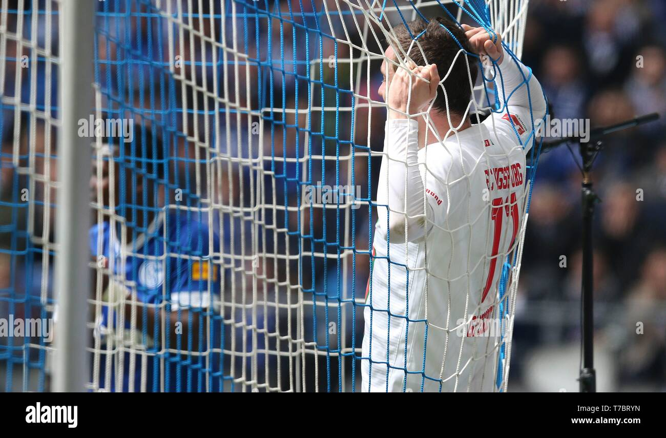 firo: 05.05.2019, Football, 2018/2019, 1.Bundesliga: FC Schalke 04 - FC Augsburg Michael Gregoritsch, Im goalnetz   usage worldwide - Stock Image