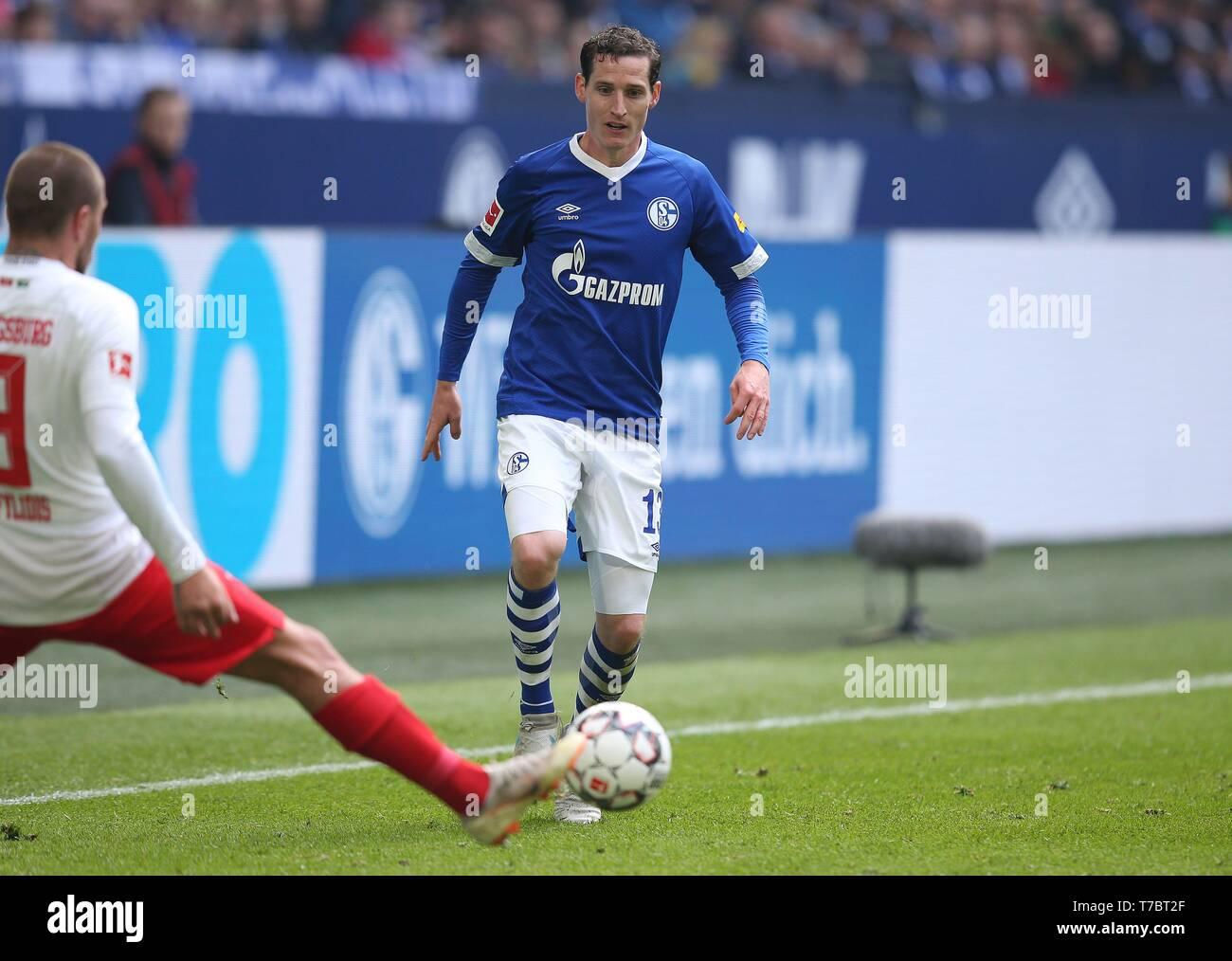 firo: 05.05.2019, Football, 2018/2019, 1.Bundesliga: FC Schalke 04 - FC Augsburg single action, Sebastian Rudy   usage worldwide - Stock Image