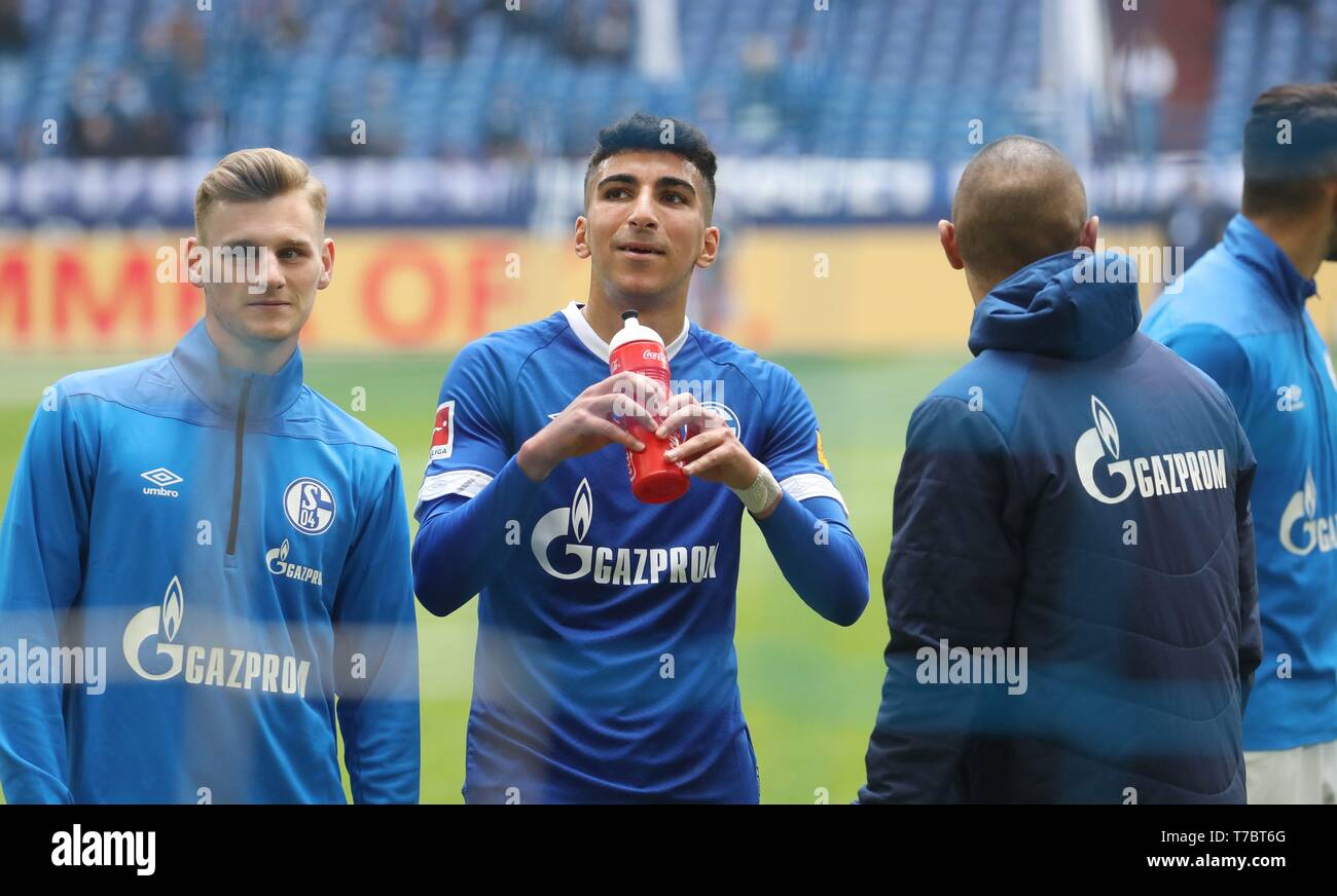 firo: 05.05.2019, Football, 2018/2019, 1.Bundesliga: FC Schalke 04 - FC Augsburg Jonas Carls, Nassim Boujellab,   usage worldwide - Stock Image