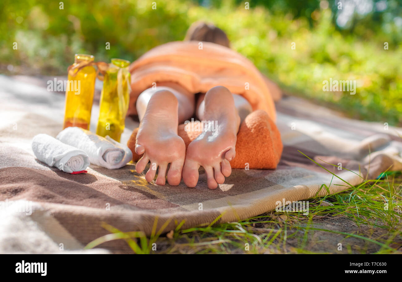 The girl lies on the traffic. Feet close up. Relaxation - Stock Image