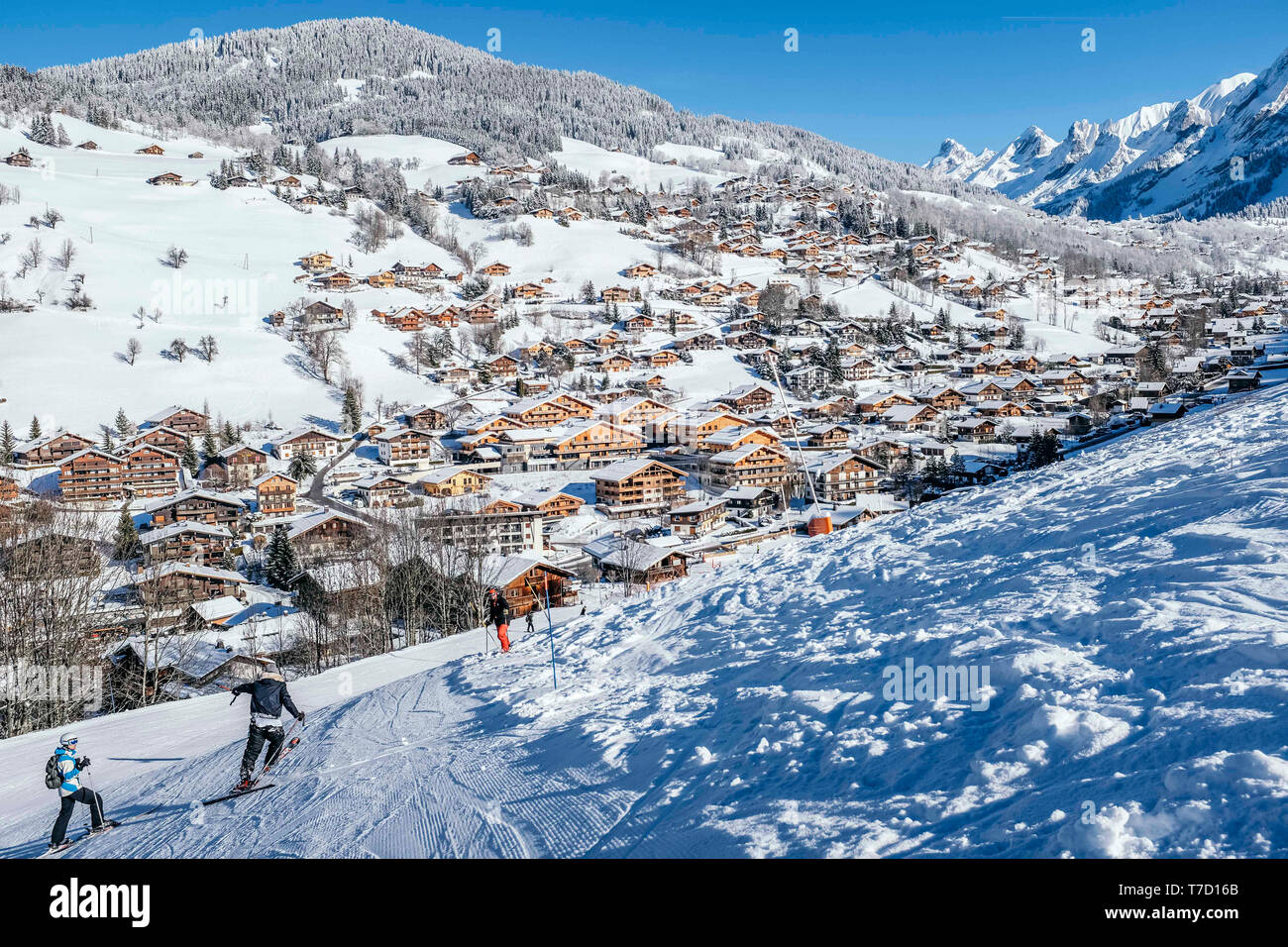 La Clusaz (eastern France): the village covered in snow viewed from the upper ski runs of the ski resort Stock Photo