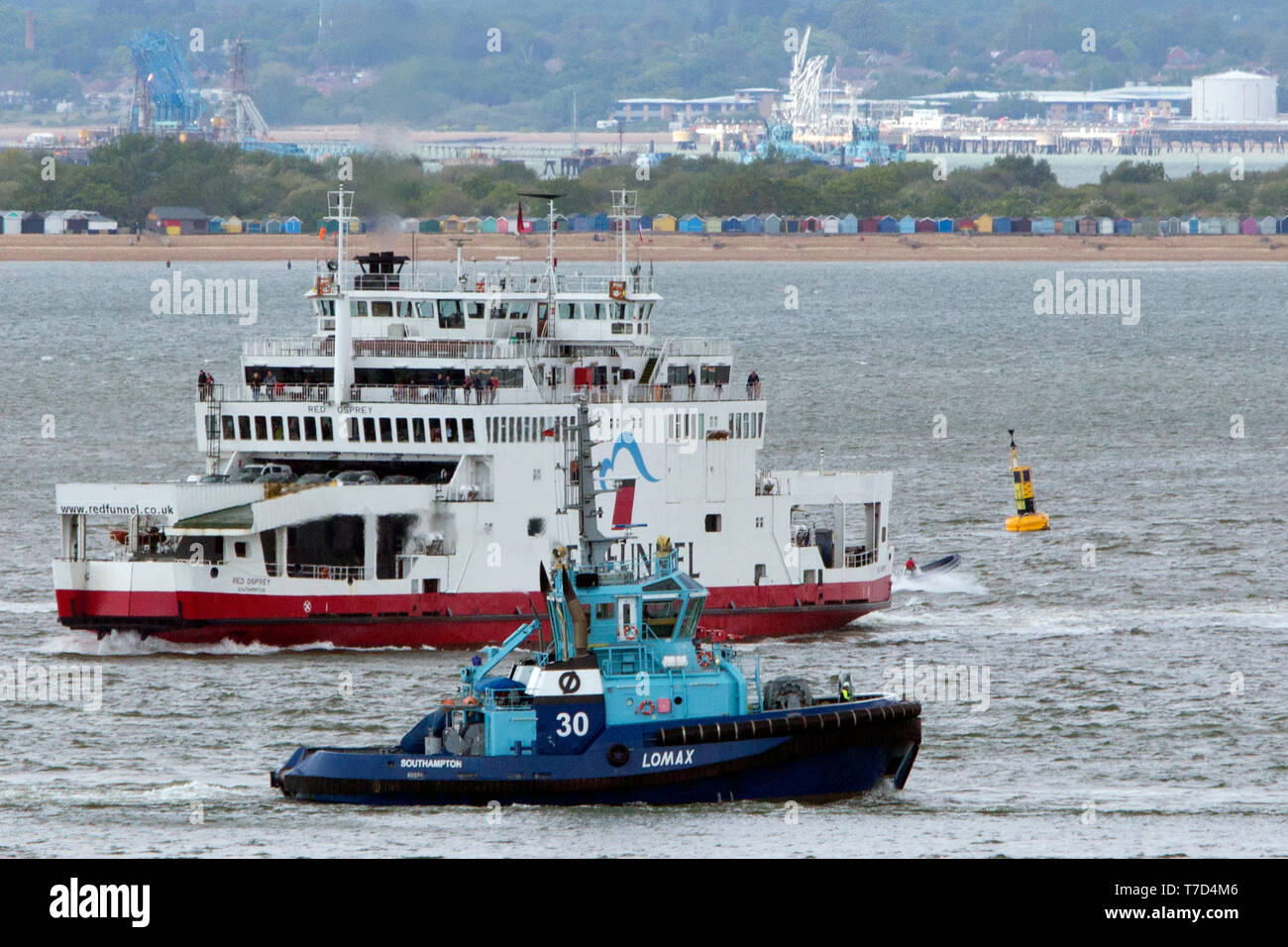 towing,tow,services,pulled,sideways,hawser,cable,tractor,schneider,power,system,Voith tractor tug,Southampton,Fawley,Oil Refinery,The Solent, Cowes, i - Stock Image