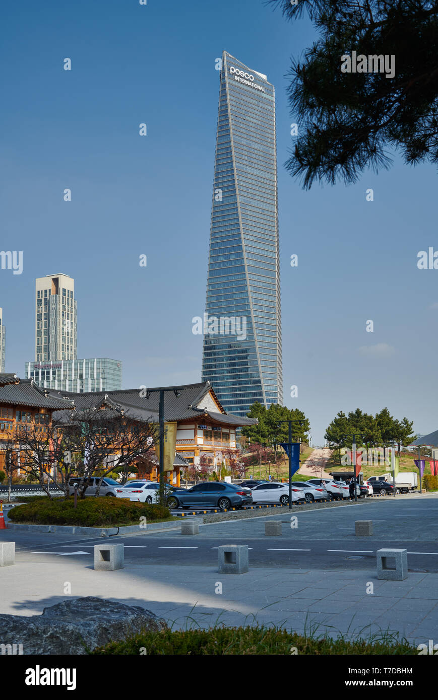 Central Park in Songdo International Business District with skyscraper in the back, Incheon City,  South Korea - Stock Image