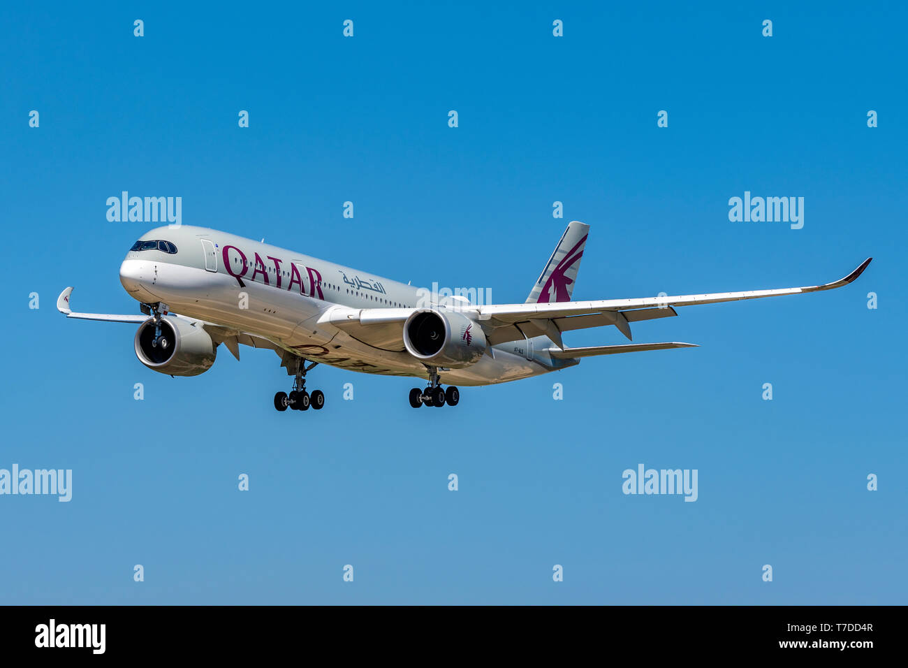 QATAR Airbus A350-900 on approach at Barcelona El Prat airport, Barcelona, Catalonia, Spain - Stock Image