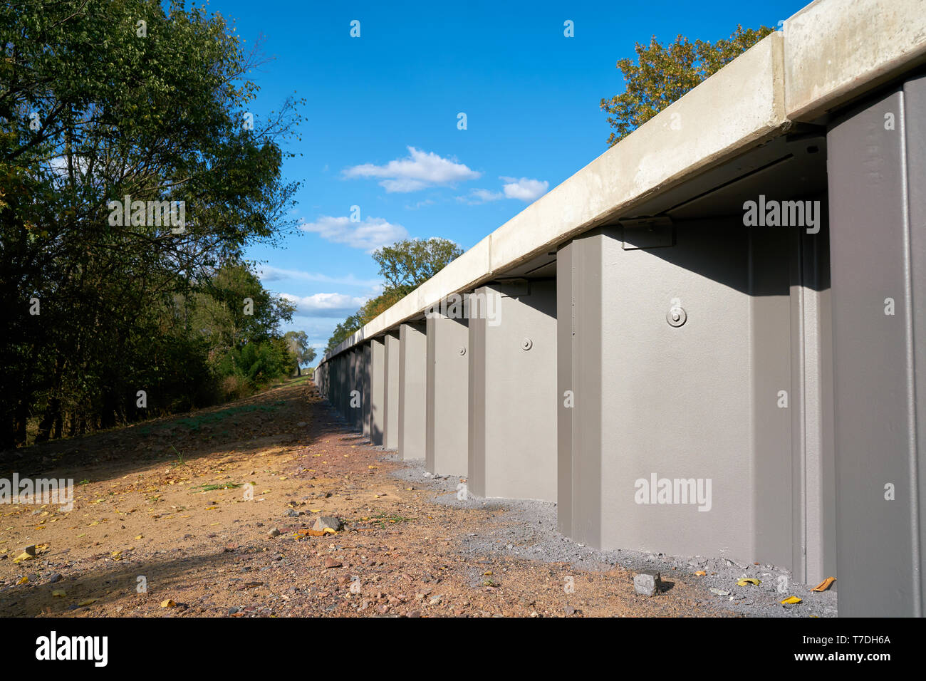 Flood protection wall on the banks of the Elbe near Magdeburg - Stock Image