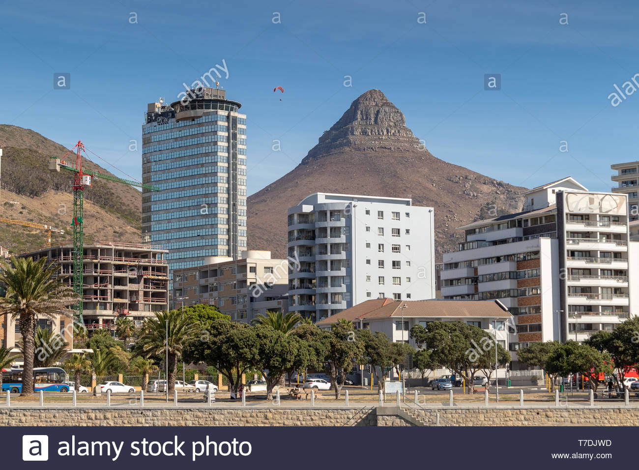 devil's peak view from Sea Point Promenade in Cape Town - Stock Image
