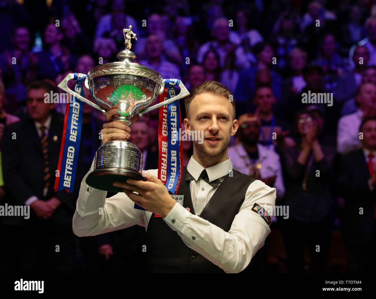 Snooker World Championship Trophy Stock Photos & Snooker World ...