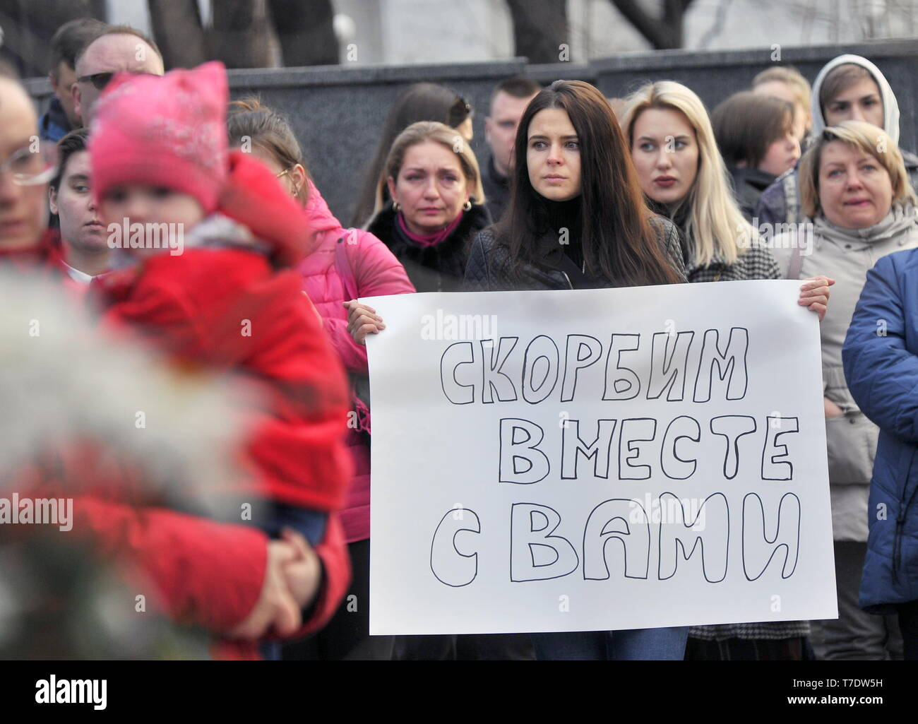MURMANSK, RUSSIA - MAY 6, 2019: People bring flowers at a monument to the intervention victims in memory of the victims of an aircraft accident at Moscow's Sheremetyevo Airport. An Aeroflot Sukhoi Superjet-100 (SSJ100) passenger aircraft (registration RA-89098) left Sheremetyevo for Murmansk on May 5 at around 6pm Moscow time, returned and made an emergency landing at around 6.40pm due to a fire aboard; the crash landing and the fire have resulted in multiple casualties. Lev Fedoseyev/TASS - Stock Image