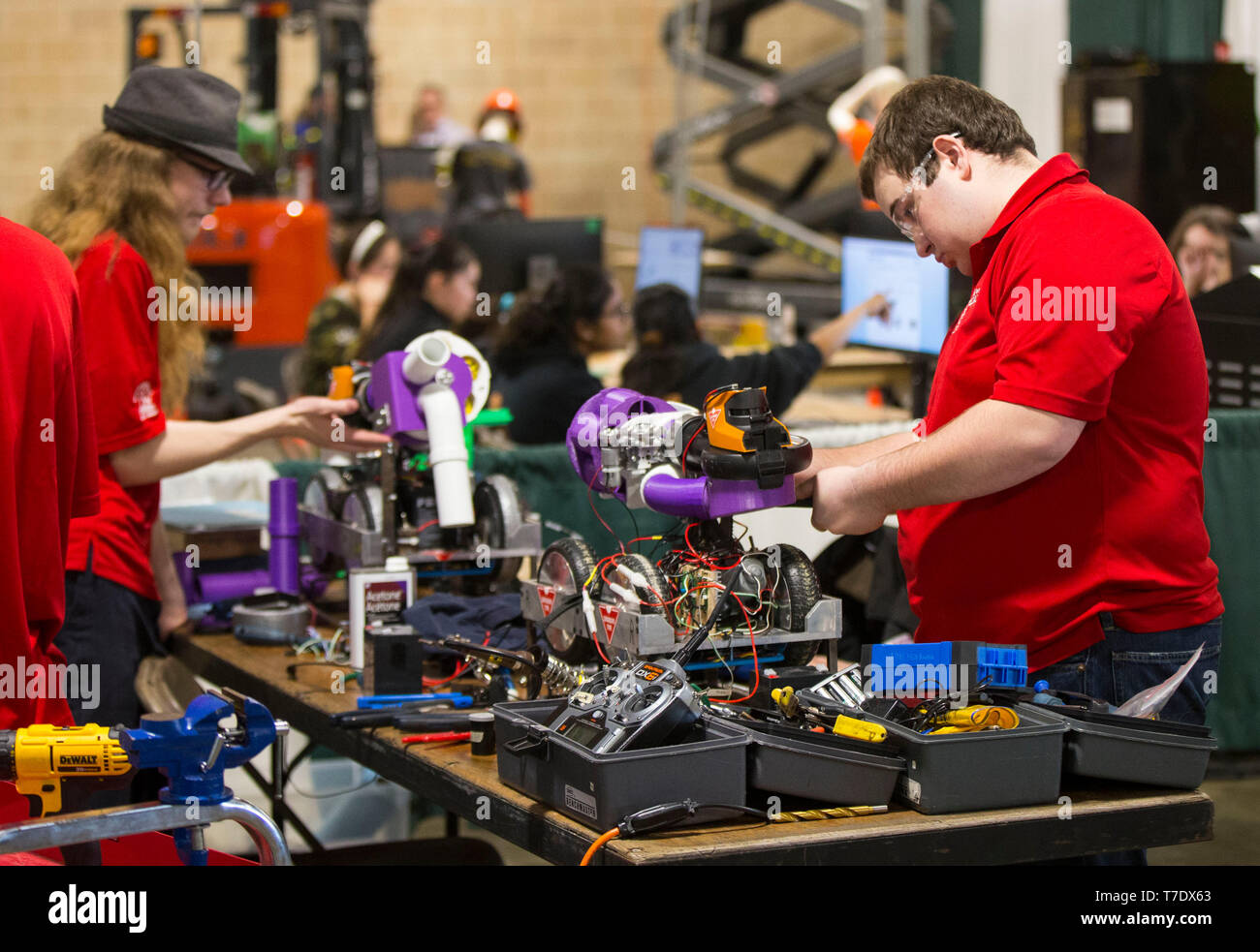 Toronto, Canada. 6th May, 2019. Students compete during the robotics challenge sector of the 2019 Skills Ontario Competition in Toronto, Canada, on May 6, 2019. The 2019 Skills Ontario Competition kicked off here on Monday, attracting more than 2,400 competitors. A broad range of skills and careers are represented at the three-day competition from across the manufacturing, transportation, construction, service, and technology sectors. Credit: Zou Zheng/Xinhua/Alamy Live News - Stock Image