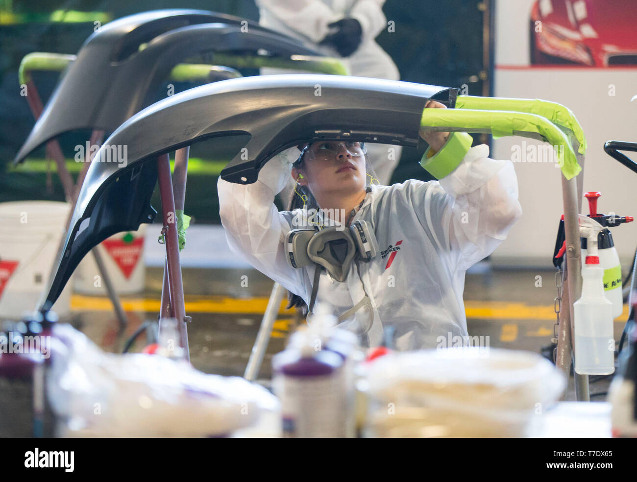 Toronto, Canada. 6th May, 2019. A student competes during the auto painting sector of the 2019 Skills Ontario Competition in Toronto, Canada, on May 6, 2019. The 2019 Skills Ontario Competition kicked off here on Monday, attracting more than 2,400 competitors. A broad range of skills and careers are represented at the three-day competition from across the manufacturing, transportation, construction, service, and technology sectors. Credit: Zou Zheng/Xinhua/Alamy Live News - Stock Image