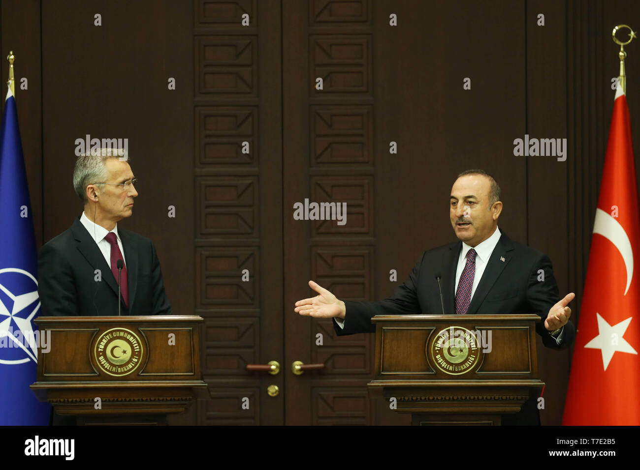 Ankara, Turkey. 6th May, 2019. NATO Secretary General Jens Stoltenberg (L) and Turkish Foreign Minister Mevlut Cavusoglu attend a press conference in Ankara, Turkey, on May 6, 2019. NATO Secretary General Jens Stoltenberg said on Monday that he is worried about Turkey's plans to deploy the Russian S-400 missile defense system despite of U.S. objection. Credit: Mustafa Kaya/Xinhua/Alamy Live News - Stock Image