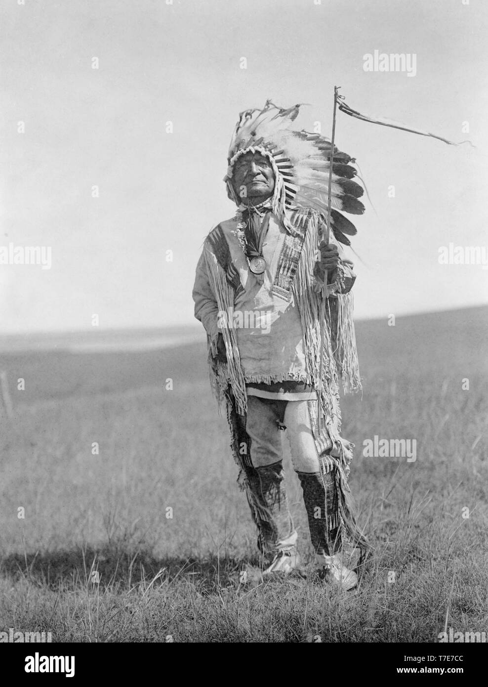 Sitting Bear, Arikara Chief, Full-Length Portrait in full Regalia, Edward S. Curtis, 1908 - Stock Image