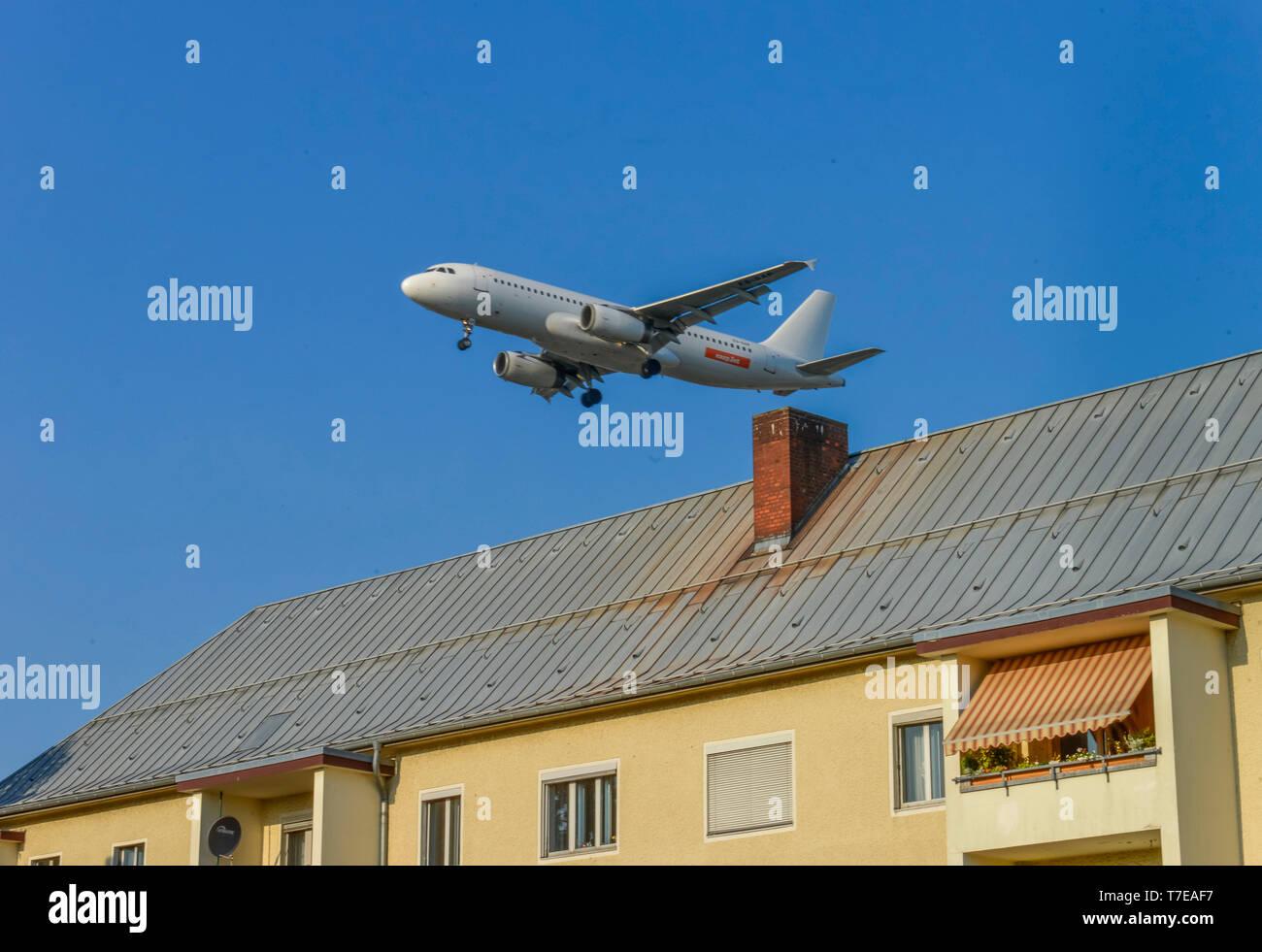 Flugzeug, Landeanflug, Tegel, Reinickendorf, Berlin, Deutschland - Stock Image