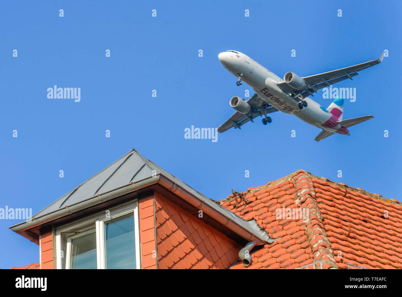 Eurowings, Flugzeug, Landeanflug, Tegel, Reinickendorf, Berlin, Deutschland - Stock Image