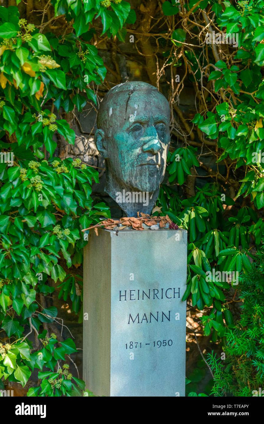 Grab, Heinrich Mann, Dorotheenstaedtischer Friedhof, Chausseestrasse, Mitte, Berlin, Deutschland, Dorotheenstädtischer Friedhof - Stock Image