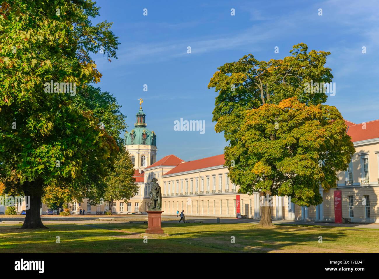 Standbild Friedrich der Grosse, Neuer Fluegel, Schloss Charlottenburg, Spandauer Damm, Charlottenburg, Berlin, Deutschland - Stock Image