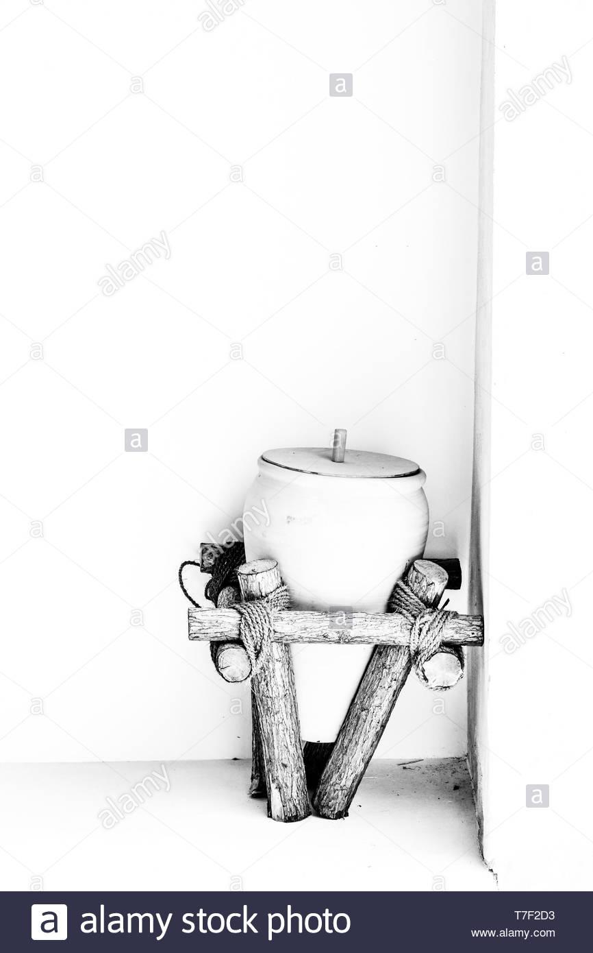 pot kept on logs - Stock Image