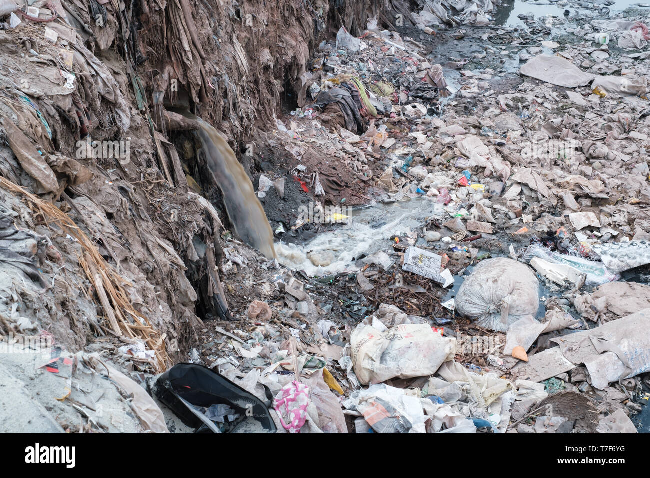 Water pollution and leather scraps in tanneries district, Dhaka, Bangladesh - Stock Image