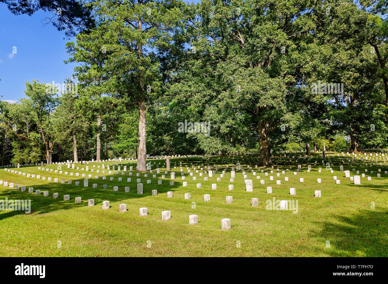 Headstones mark Civil War soldiers' graves at Shiloh National Cemetery in Shiloh National Military Park, Sept. 21, 2016, in Shiloh, Tennessee. - Stock Image