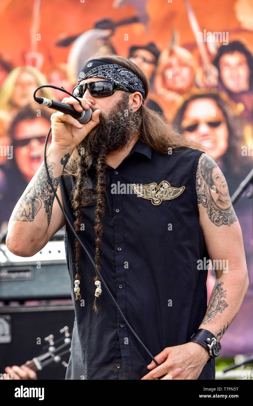 May 5, 2019, Encino, California, Dewey Bragg of the band Kill Devil Hill on stage at the 2019 Ride for Ronnie charity concert. Stock Photo