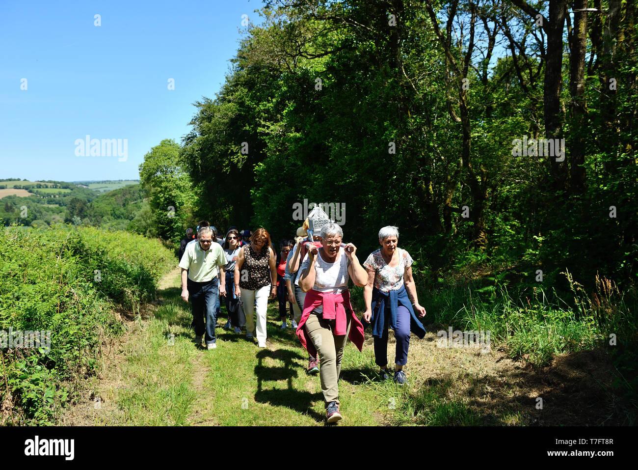Landeleau (Brittany, north-western France), on 2018/05/20: annual Whit Sunday ÒTromenieÓ Breton pardon. ÒTro ar relegouÓ procession around the village - Stock Image