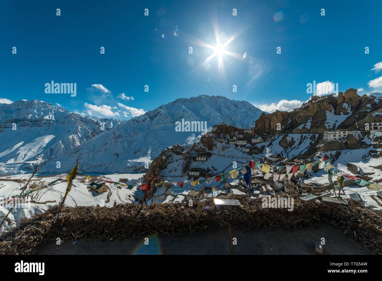 Sunset in Himalayan Village - Sun star burst in mountains - Stock Image
