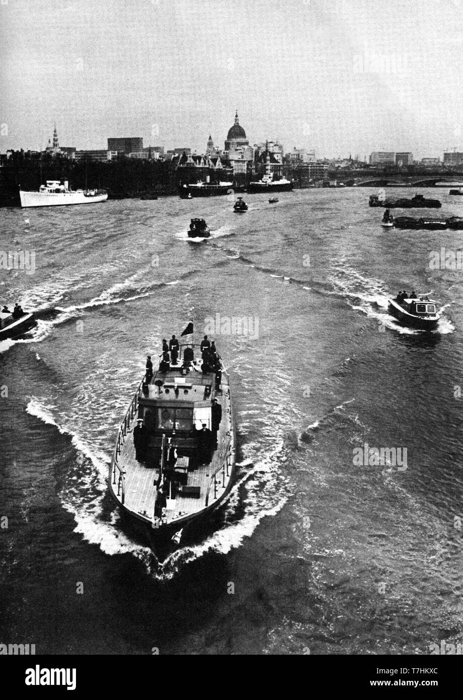 Winston Churchill's coffin transported across the river Thames to Waterloo Station for eventual burial in Bladon, adjacent to Blenheim Palace. - Stock Image