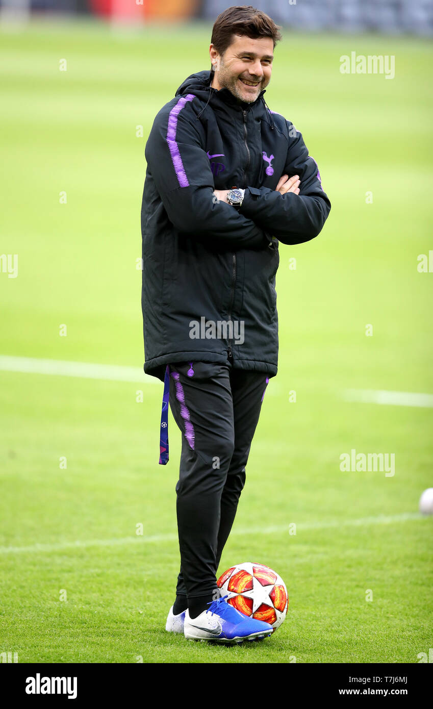 Tottenham Hotspur Manager Mauricio Pochettino During A Training Session At The Ajax Stadium Amsterdam Stock Photo Alamy