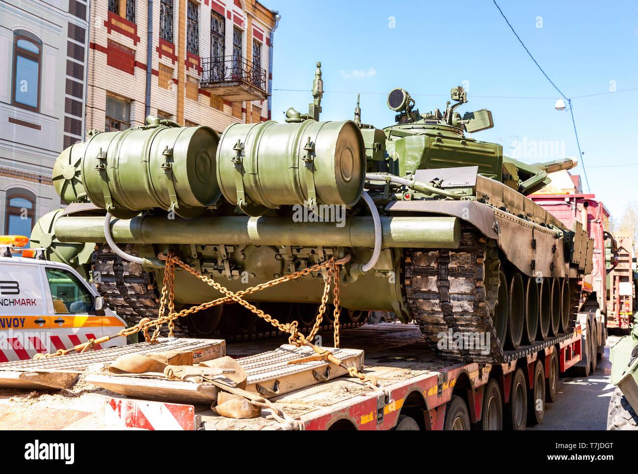 Samara, Russia - May 4, 2019: Transportation of heavy army tank T-72B3 on a cargo platform accompanied by special convoy vehicles - Stock Image