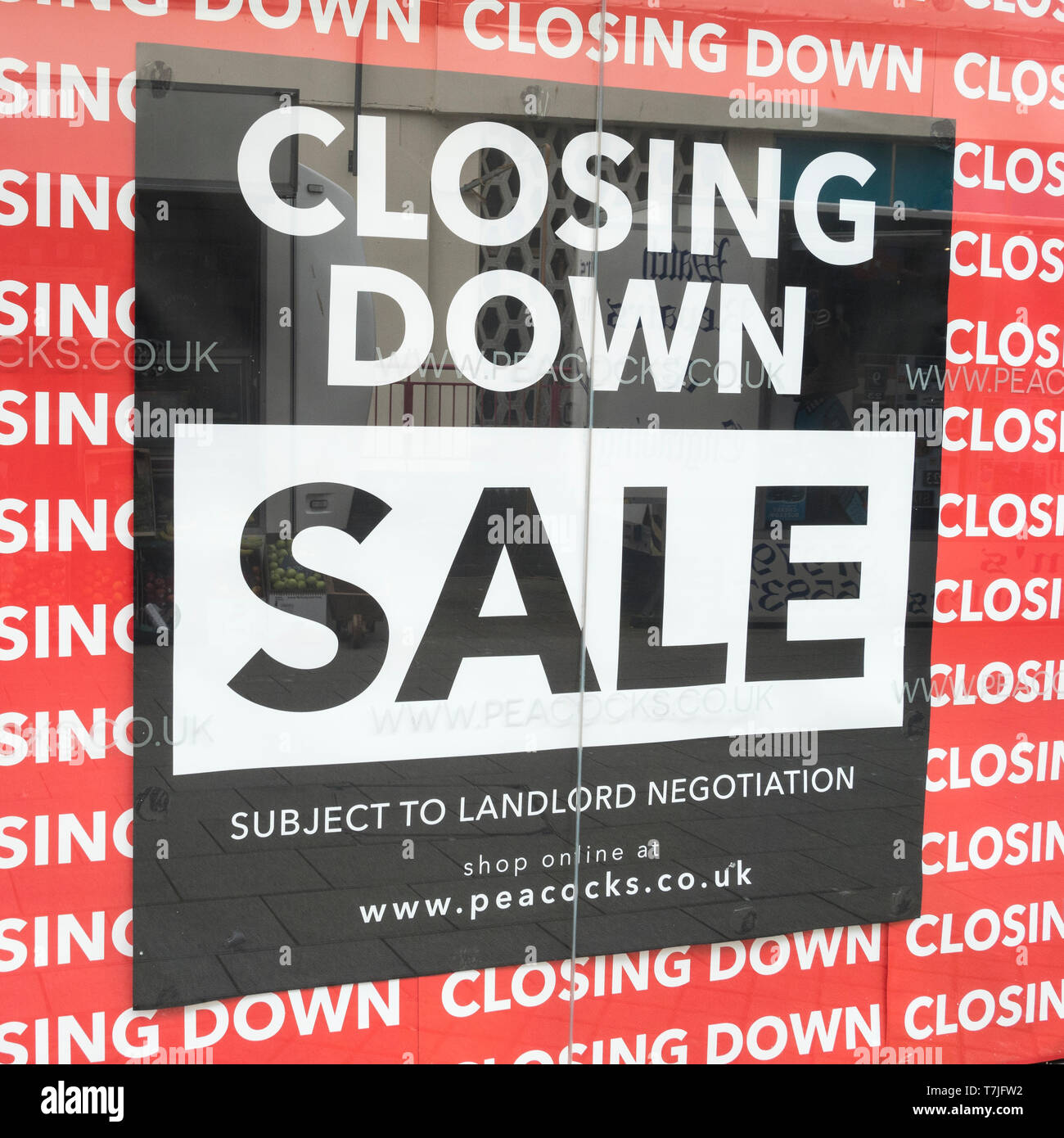 St Austell Peacocks shop Closing Down sign. Metaphor economic slow-down, falling sales, retail and high street crisis casualties, death of high street Stock Photo
