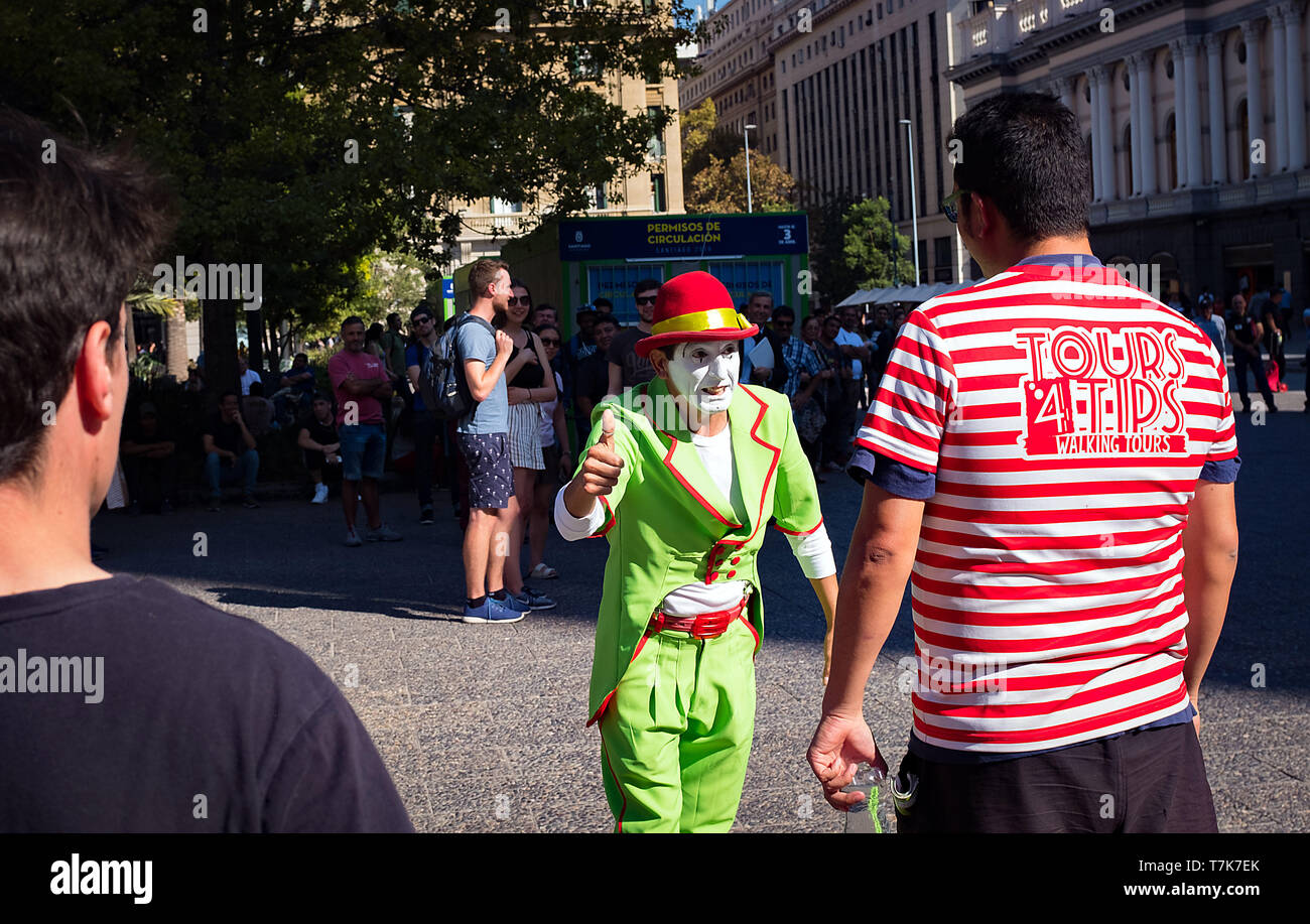 April 2019: A mime entertains in the Plaza de Armas. Santiago, Chile. - Stock Image