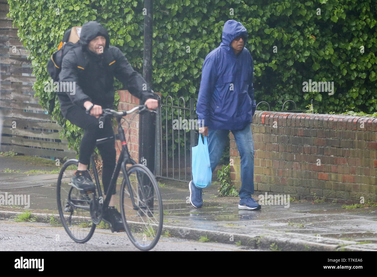 London, UK. 8th May, 2019. A man shelters from the rain in London during rain and wet weather. According to the Met Office, rain is forecasted for the next four days. Credit: Dinendra Haria/Alamy Live News Stock Photo