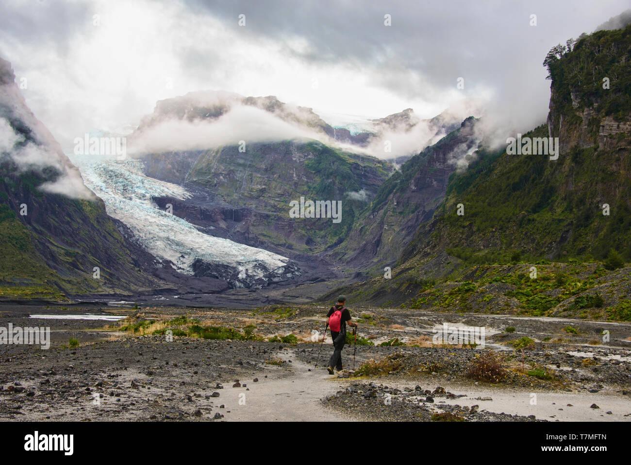 Trekking into Pumalin National Park, Patagonia, Region de los Lagos, Chile - Stock Image