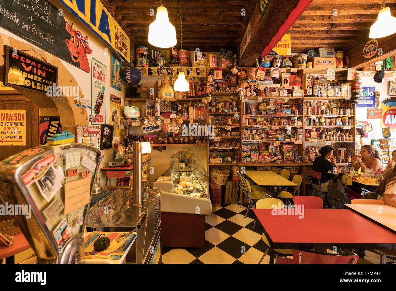 France, Rhone, Lyon, 5th district, Old Lyon district, historic site listed as World Heritage by UNESCO, rue Saint Georges, Bistrot La Limonade Marinette - Stock Image
