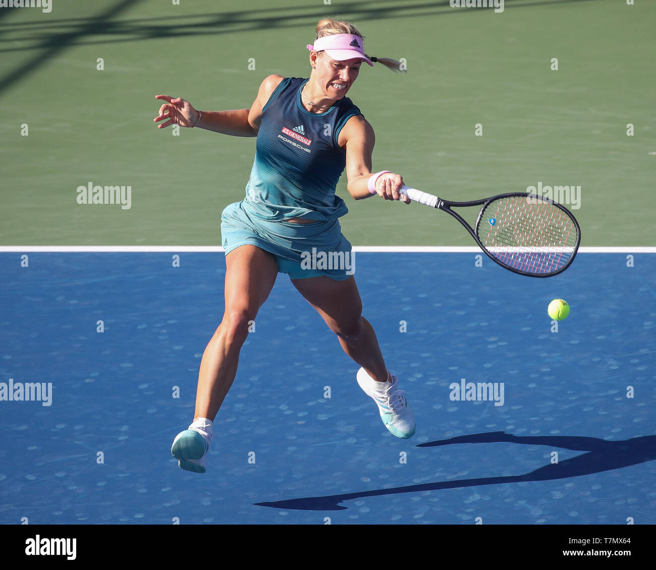 German tennis player Angelique Kerber playing forehand shot during Dubai Tennis Championships 2019, Dubai, United Arab Emirates - Stock Image