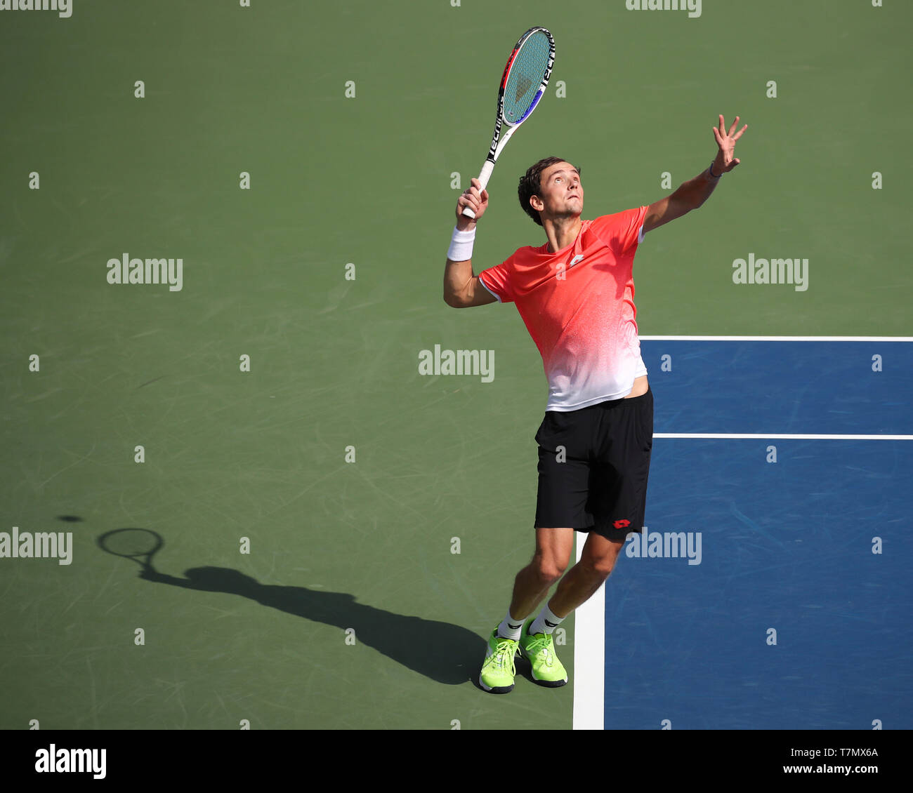 Russian tennis player Daniil Medvedev serving during Dubai Tennis Championships 2019, Dubai, United Arab Emirates - Stock Image