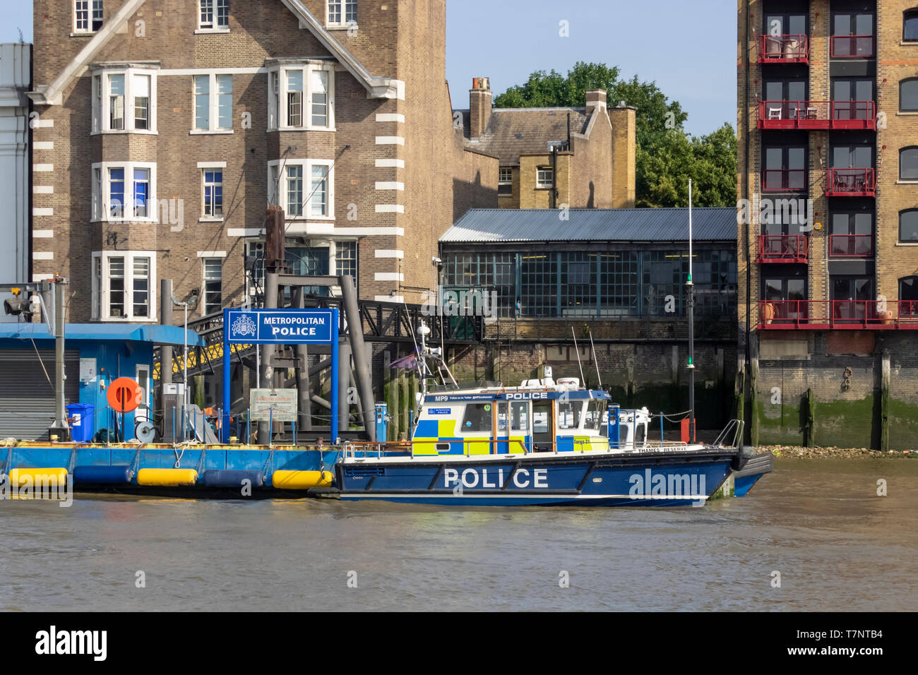WAPPING, LONDON:  Metropolitan Police Marine Policing Unit seen from the River Thames - Stock Image